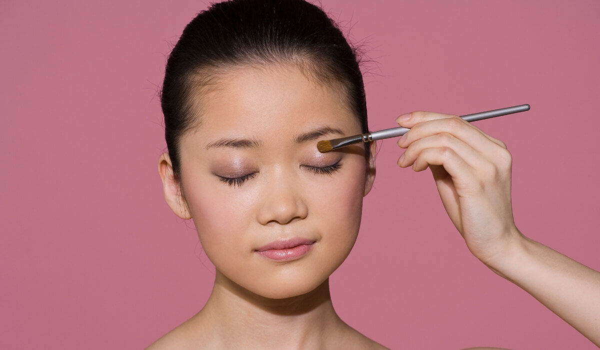 Shade Your Eyelids - makeup for everyday guide.